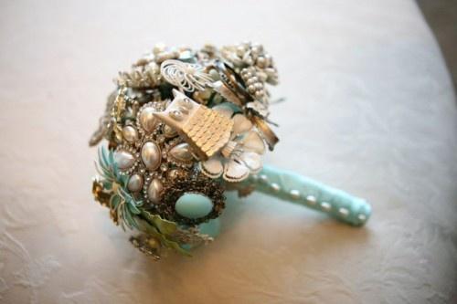 Hermosos y eternos ramos de novia creados de broches
