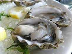 Eating oysters in Knysna, South Africa. Would like to do that again. Havent found better oysters anywhere else in the world!