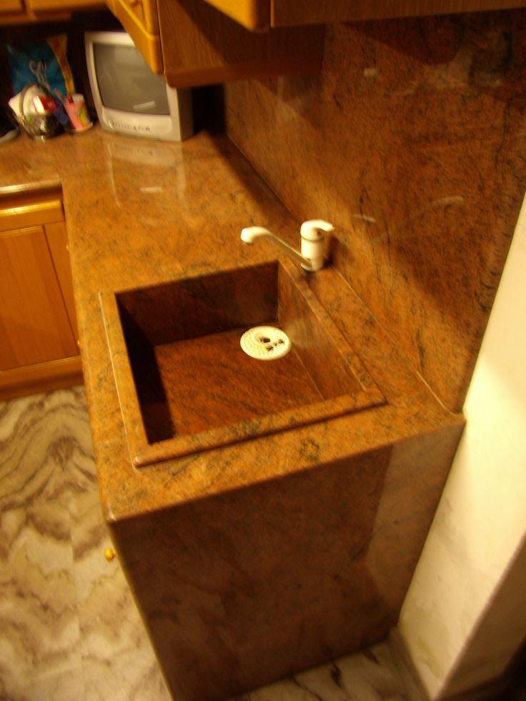 piani cucina in granito rosso multicolor con lavello scatolare / design e realizzazione by blancomarmo.it