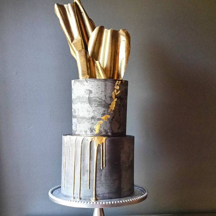 Won't someone please order this for a wedding?  Can you imagine it in 4 tiers?  I can!  Inspired by @donttellcharles.