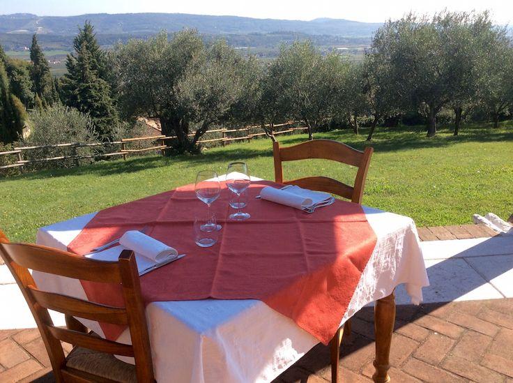 A #collesanfelice ci è venuta voglia di #primavera, di giornate di sole e soprattutto di un bel pranzo all'aperto ...  In attesa che smetta di piovere, confidiamo nel #weekend!! #verona #giornateuggiose #vogliadiprimavera