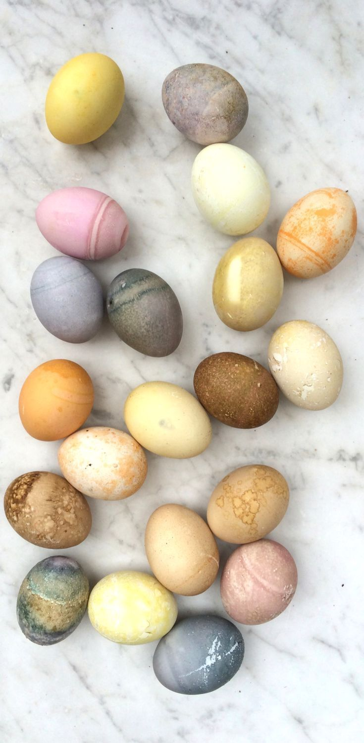 Give your Easter egg decorating a natural twist and learn how to make naturally dyed Easter eggs.  A fun and creative way to decorate your hard boiled eggs this Easter.  Over 24 DIY dye ideas and recipes you can try. #eastereggs #easterdiy #decoratingeggs #naturaldye