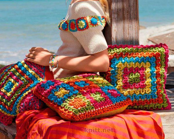 Вязаные крючком яркие подушки выполнены в технике филейного вязания. Цветные подушки декорированные рюшами помогут Вам отдыхать с комфортом в любом месте.