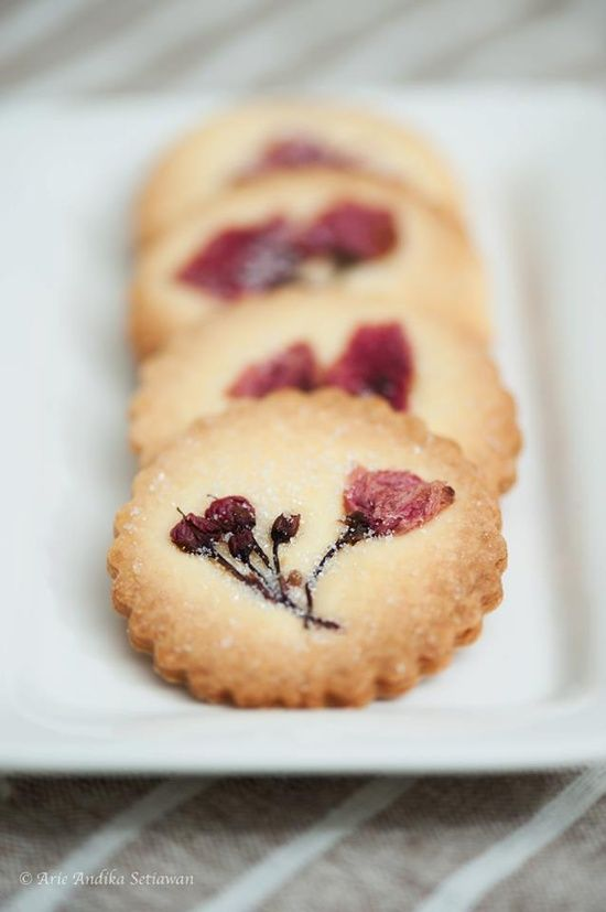 Sugar cookies with sakura flowers pressed into them.  For serving with lemonade and iced tea in the 5-6 greeting hour?