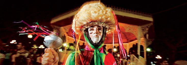 Costumbres, fiestas y tradiciones (Chiapas). Pocos lugares reúnen tanta cultura y tradición en un espacio relativamente pequeño como Chiapas. Aquí te presentamos las principales costumbres, fiestas y tradiciones culturales de este bello estado.