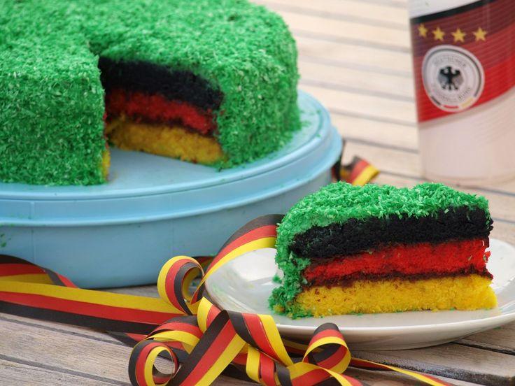 Der Rainbow Cake war gestern - dieses Jahr gibt es einen neuen Trend: Den Deutschland Kuchen! (Passend zur EM in Frankreich)!