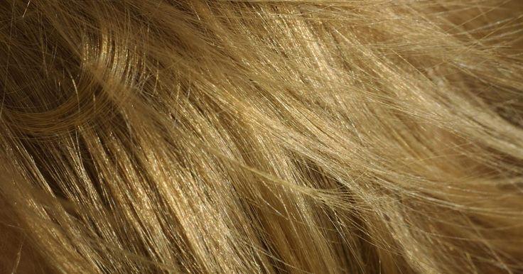 Tips caseros de belleza para tener el cabello largo, grueso y brillante. La gente gasta mucho dinero en productos para el cuidado del cabello con la esperanza de que estos lo vuelvan más fuerte, grueso y brillante. Esto es un desperdicio de dinero porque hay muchas alternativas caseras que pueden hacer que tu cabello se vea mejor.