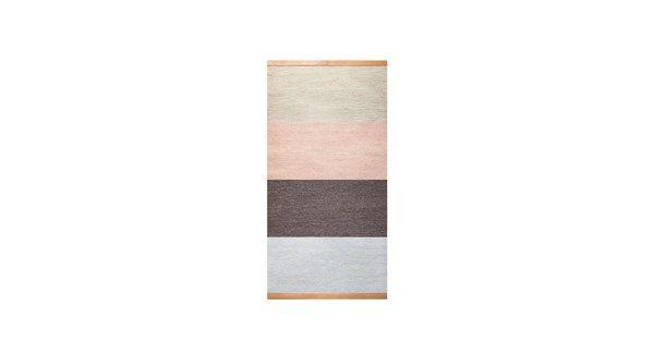 Fields är en serie mattor med randigt mönster av Lena Bergström för Design House Stockholm. Mattorna är vävda i ull på ljus linnevarp och precis som på Lena Bergströms berömda Björk matta kommer Fields med naturfärgat läder på kortsidor.