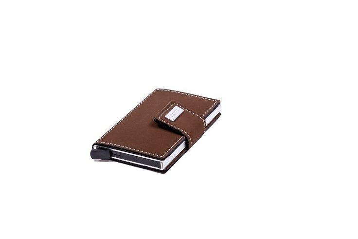 STAND 411 - De Figuretta Card Protector biedt door de innovatieve aluminium behuizing bescherming tegen Radio Frequency Identification (RFID).