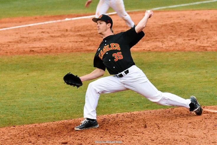 Baseball Knocks Off 6 South Carolina 7 5 In 11 Innings Athlete South Carolina Winthrop University