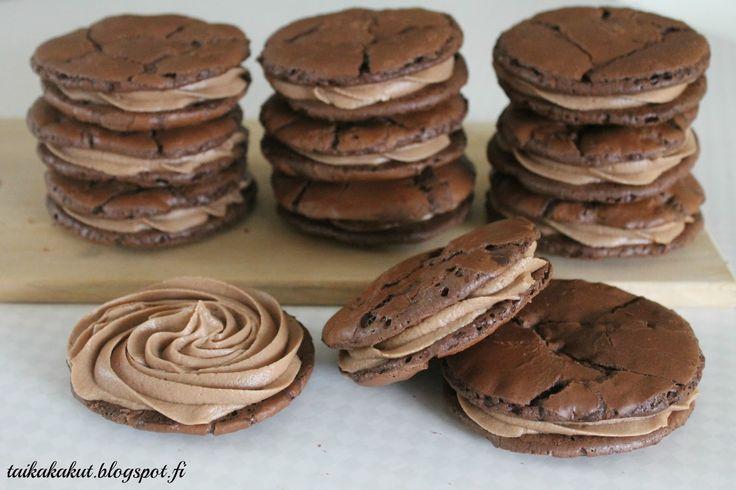Moi!   Olen jo pitkään halunnut kokeilla brownies-keksejä ja nyt osui kiva ohje kohdalle. Ohje löytyi Sannan Baking my dream cakes-blogista...