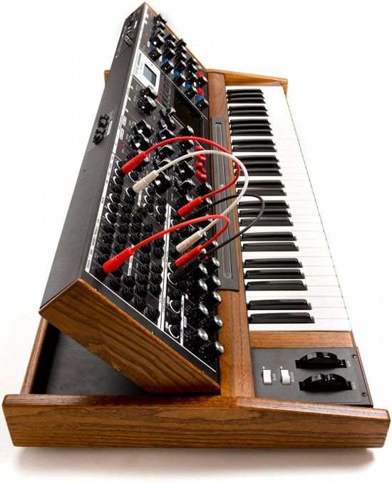 Moog shows off the analog Minimoog Voyager XL, just another thing from the past that isn't dead