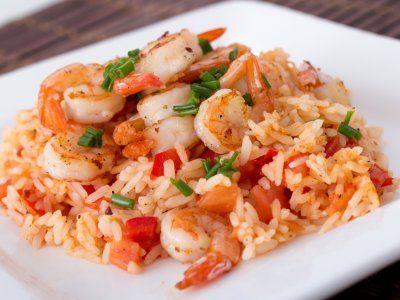 Arroz con Camarones a la Mexicana   Sal de lo convencional con este exquisito arroz con camarones a la mexicana. Tiene un sabor muy diferente y es muy buena guarnición para cualquier comida, además de ser muy colorida y sabrosa.