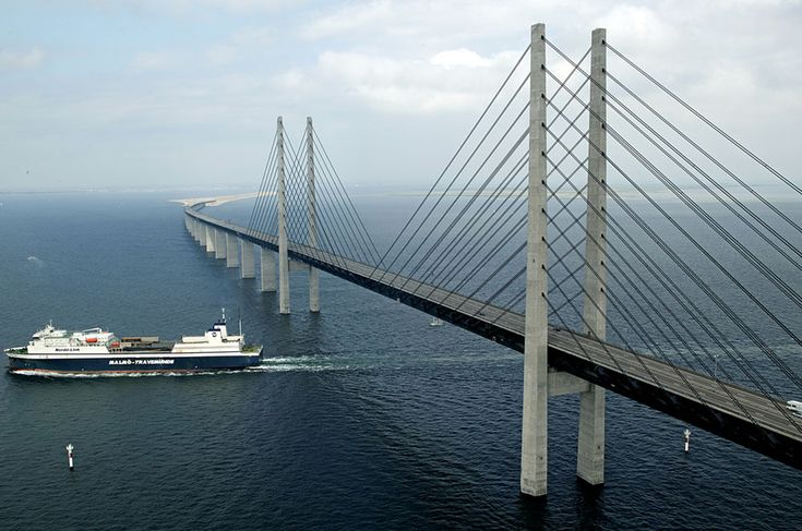 Denmark and sweden bridge, An amazing bridge that turns into an underwater tunnel halfway connects the Danish capital Copenhagen with the Swedish city Malmo