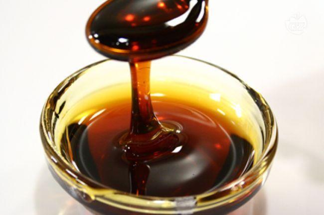 La salsa caramello  è una preparazione a base di zucchero, spesso utilizzata per guarnire dolci al cucchiaio come il creme caramel e la panna cotta.
