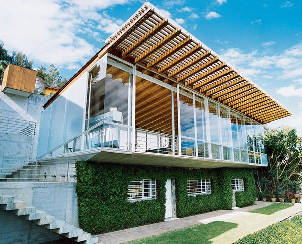 I love modern architecture. Especially this house in Valle de Bravo, Mexico.