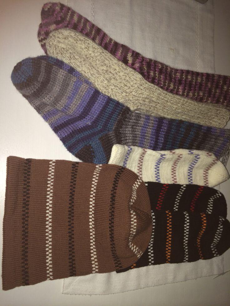 Strumpor och mössor. Socks and hats
