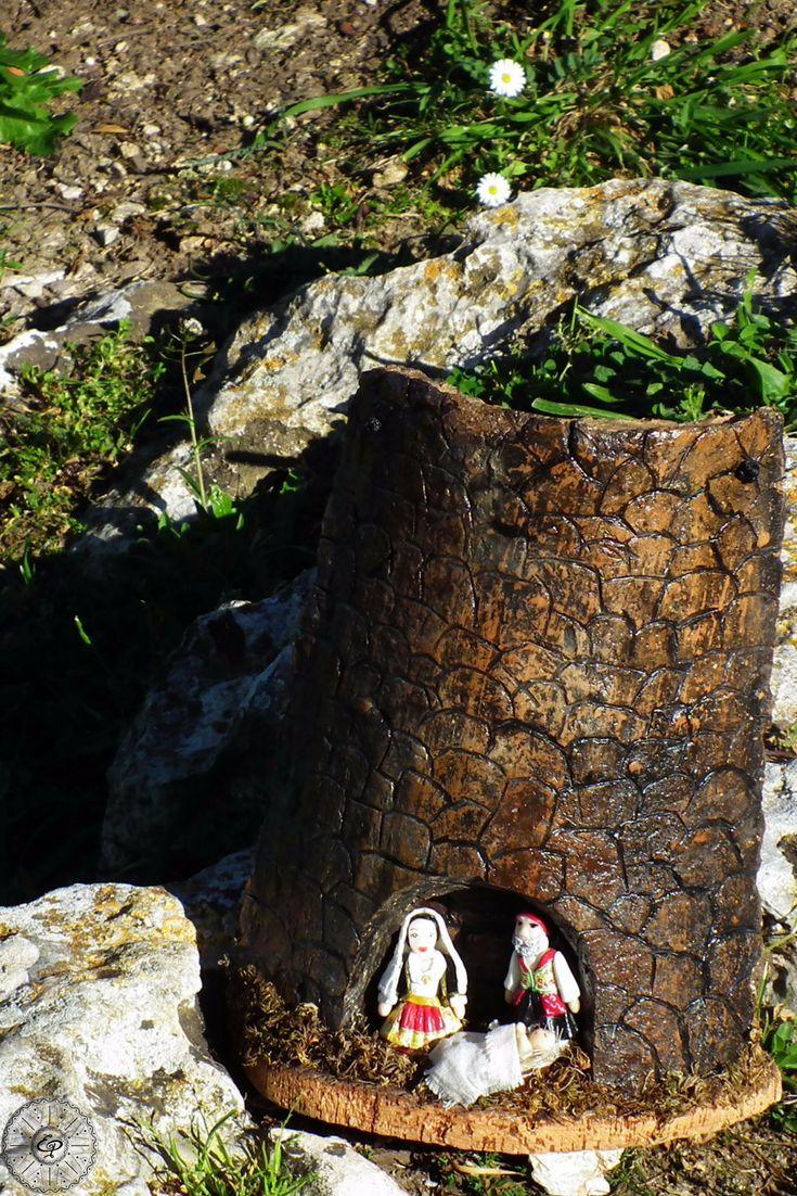 Nuraghe inciso a mano su Tegola Sarda Antica, famiglia in fimo. Presepe in costume tipico Sardo. TerraIncantada, creazioni made in Sardinia.
