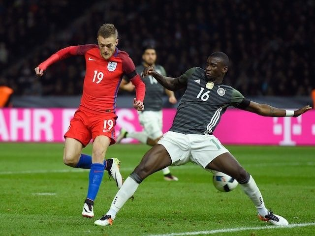 "Sir Geoff Hurst picks Jamie Vardy as possible Euro 2016 ""star"""