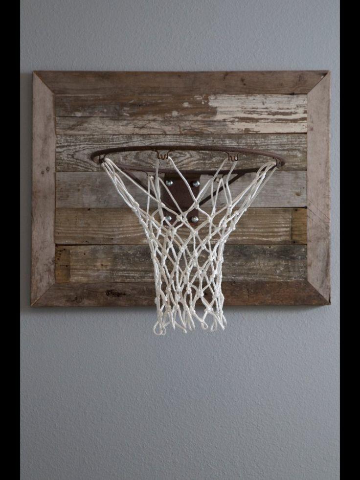 Zelf van resten MDF een bord maken en via mp of nieuw aanschaffen een basketball goal maken.