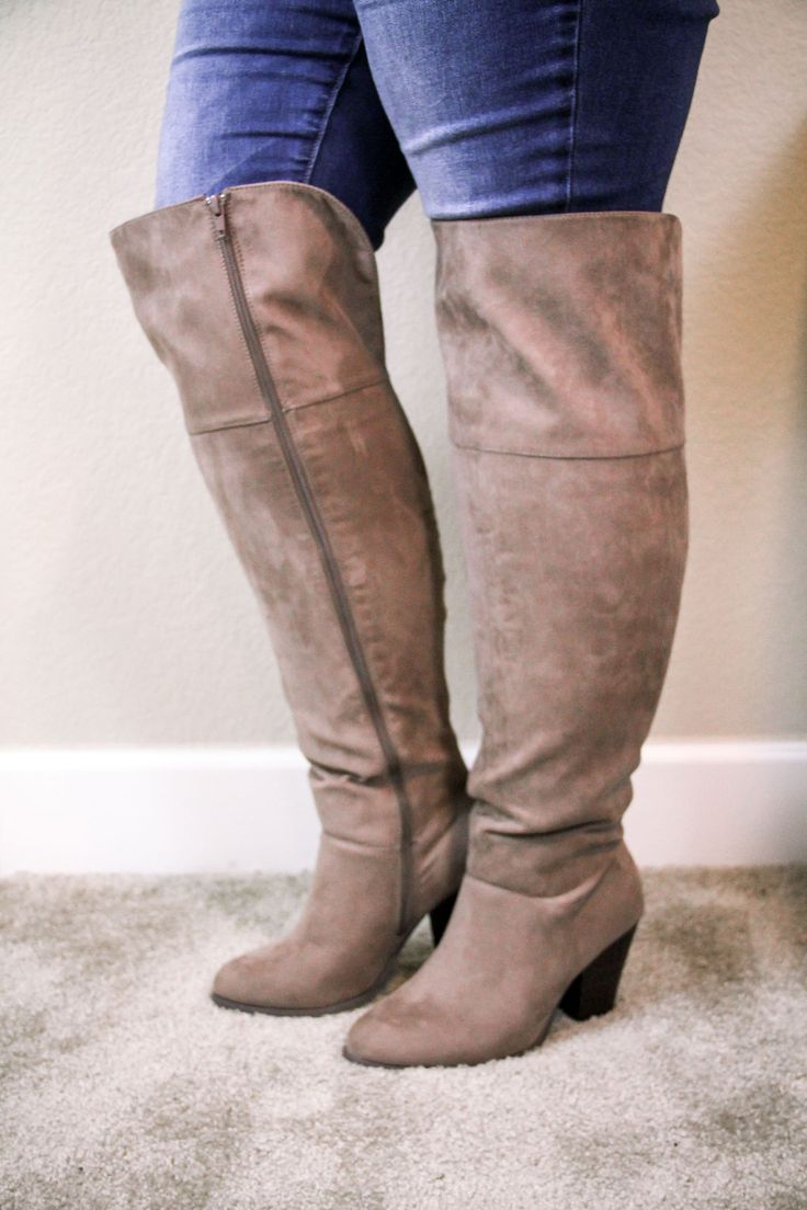 It is hard finding stylish boots for wide calves. I am trying on and reviewing for you my favorite wide calf boots including the Tory Burch wide calf boots.