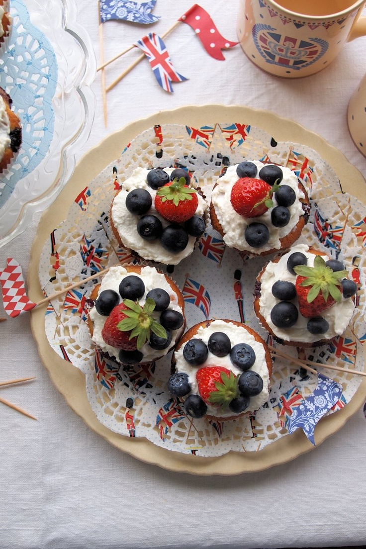 A delicious addition to a Wimbledon part strawberry and blueberry cream cakes.