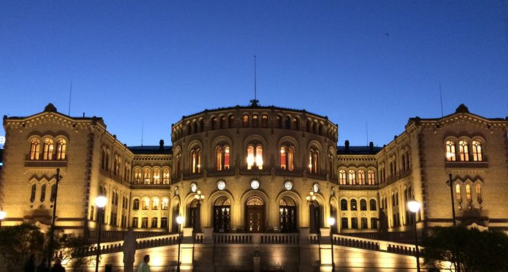 Stortinget Oslo, Norge. Lysdesignet er utført av Luminator.  Parlament building in Norway. Lighting design by Luminator.