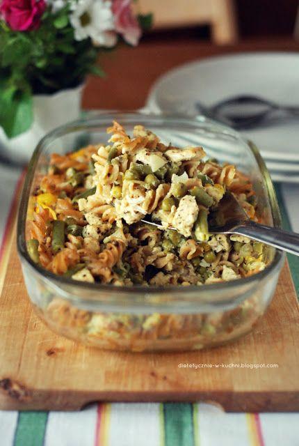 Moje Dietetyczne Fanaberie: Zapiekanka makaronowa z kurczakiem i serem camembe...