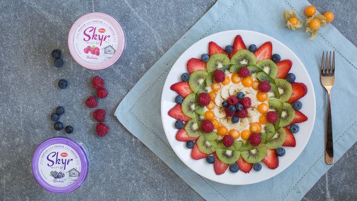 Obst-Mandala auf Skyr Joghurt ✔ Zum Frühstück, als Snack oder kreative Nachspeisenkreation ✔ Einfache Idee zum Nachmachen ✔ Zum Tipp ➡ meinheimvorteil.at