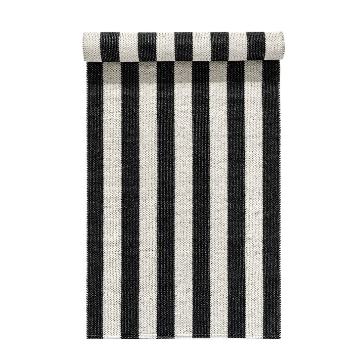 Woods plastic rug in black and white from Nordic Nest.