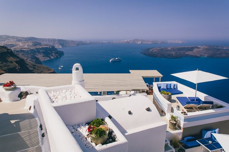 Timeless days await you at Iconic Santorini...