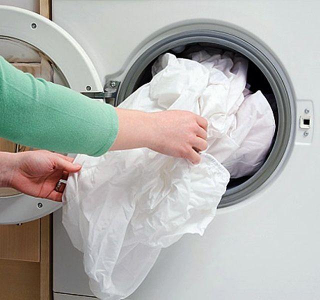 Ha makulátlanul tiszta ruhát szeretnél, használd a sütőpor erejét! Eláruljuk, hogyan.