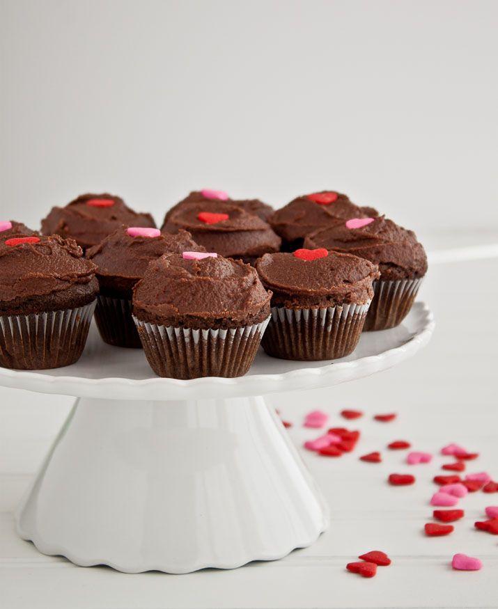 Simple Chocolate Mini Cupcakes. #ValentinesDay