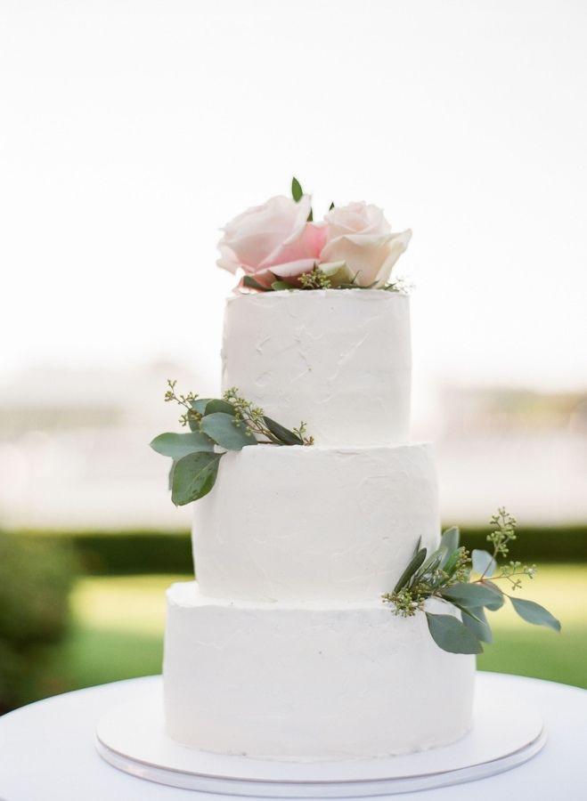 Classic white cake: http://www.stylemepretty.com/2016/04/13/a-european-wedding-thatll-convince-you-less-is-more/ | Photography: Peter & Veronika - http://peterandveronika.com/language/en/