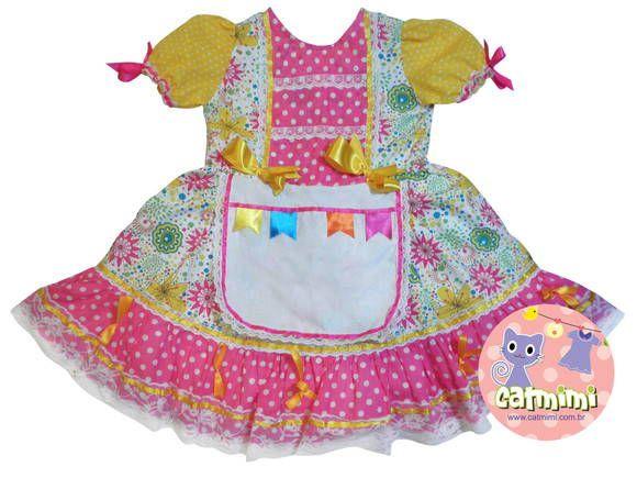 Vestido confeccionado em tricoline, forrado em tnt, com detalhes em fitas de cetim e rendas. Tamanho G bebê - 9 meses a 1 ano Tamanho P - 1 a 3 anos Tamanho M - 3 a 6 anos Tamanho G - 6 a 8 anos R$ 69,80