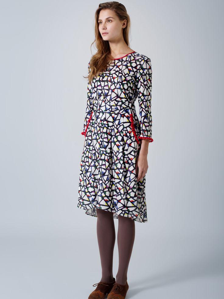 Beautiful effortless transeasonal outfit / Partridge print dress / Red trim