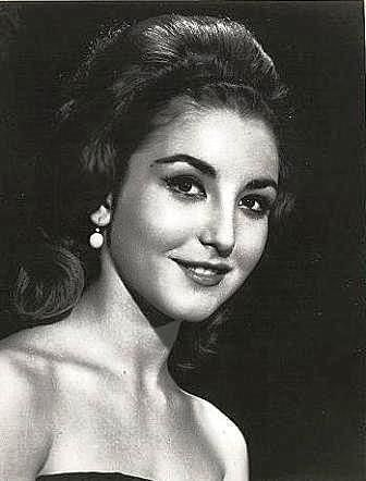 Angélica María (born Angélica María Hartman Ortiz on September 27, 1944 in New Orleans, Louisiana, U.S.) is an American-born Mexican actress and a Grammy Award-winning singer-songwriter.