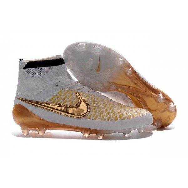 Dessinée par Nike pour des meneurs de jeu offensifs qui imposent le cours du match, la chaussure de football Magista Obra comprend un révolutionnaire Dynamic Fit Collar et dessus de chaussure Flynit. - 128.0000