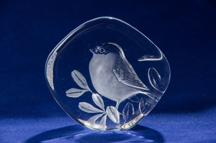 Mats Jonasson Sweden Crystal Art Glass Paperweight/Sculpture, Limited Edition.  This was given to me at a Yard Sale for FREE!