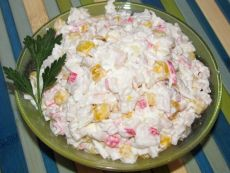 Салат с кальмарами и крабовыми палочками / Простые рецепты