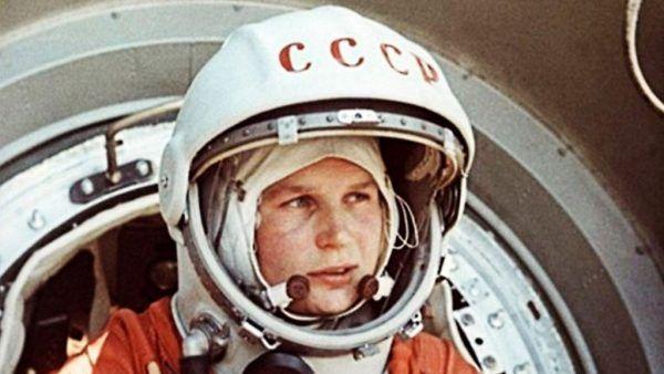 Perempuan pertama di ruang angkasa