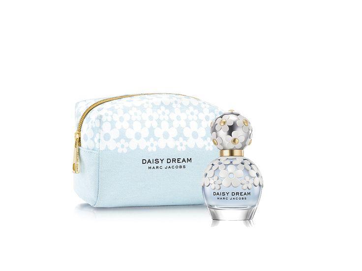Este mes de agosto Daisy Dream Marc Jacobs lanza su cosmetiquera edición limitada. Corre y cómprala en las tiendas departamentales Liverpool y no dejes de presumirnos tus fotos con ella. #MarcJacobs #DaisyDream #Daisy #MJDaisyDream #Fragancias #Perfumes #Margaritas #Celestial