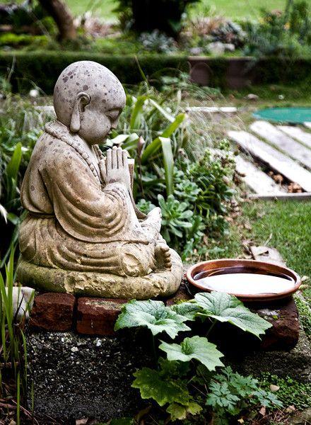 25 best ideas about buddha garden on pinterest meditation garden zen gardens and buddha zen - Steinfiguren buddha garten ...