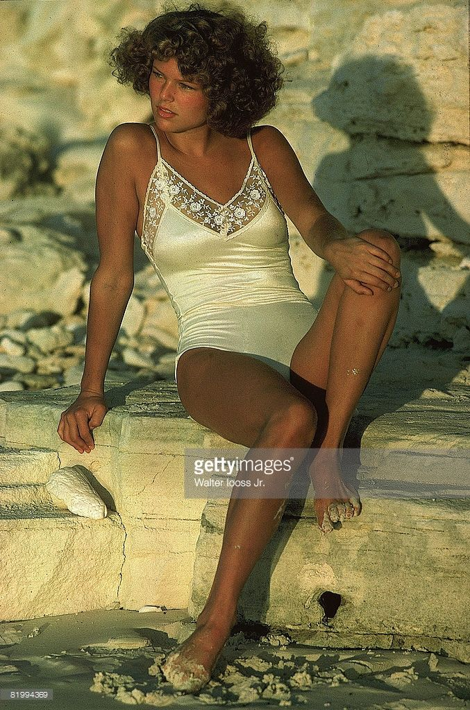 News Photo : Model Christie Brinkley poses for the 1975 Sports...