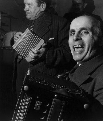 Jo Péguri et Emile Vacher au Balajo, 1951 |¤ Robert Doisneau | 7 october 2015 | Atelier Robert Doisneau | Site officiel
