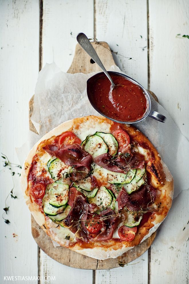 Pizza with zucchini