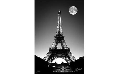 Black and white Eiffel Tower Image