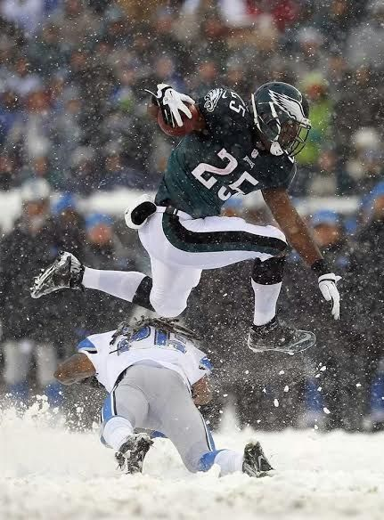 LeSean McCoy jumping a lion in da snow.