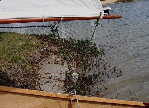 End boom sheeting arrangement on Goat Island Skiff: storerboatplans.com