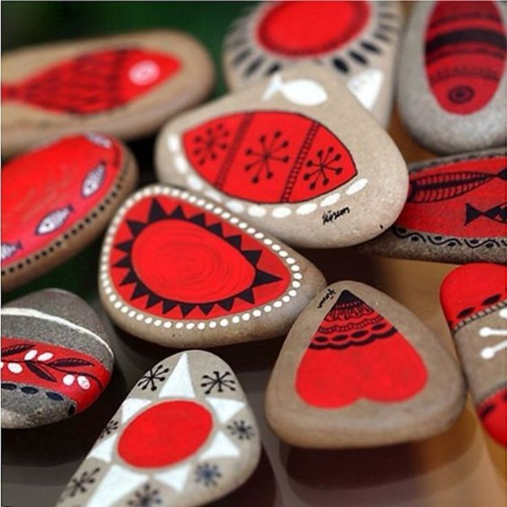 red heart motifs tinkering with stones